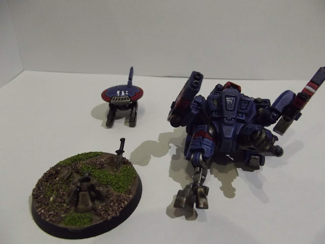Tau Crisis Battlesuit - watch that first step it is a trick one...