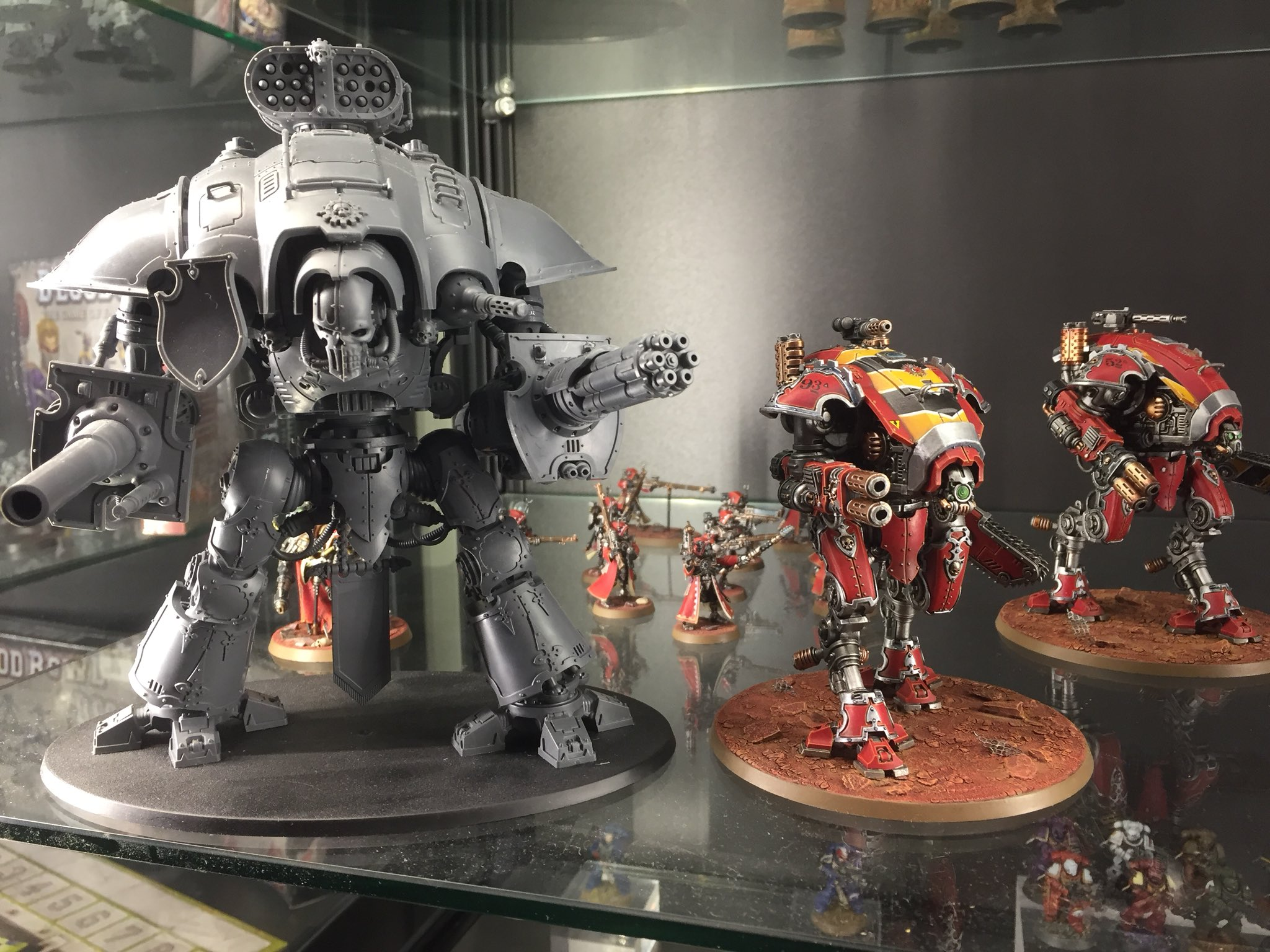 Warglaive size comparison to imperial knight Forgebane