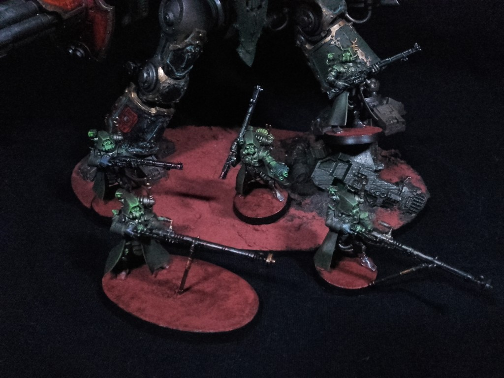Skitarii Rangers - hiding under an Imperial Knight